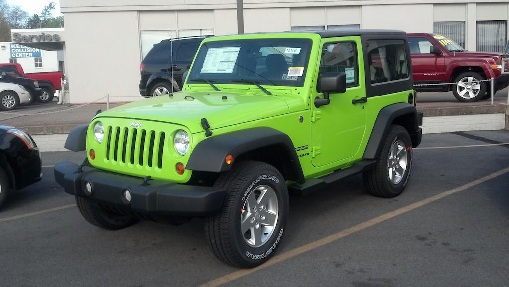 Gecko Color Jeep Wrangler Sport Jk Spotted At Jeep Dealer