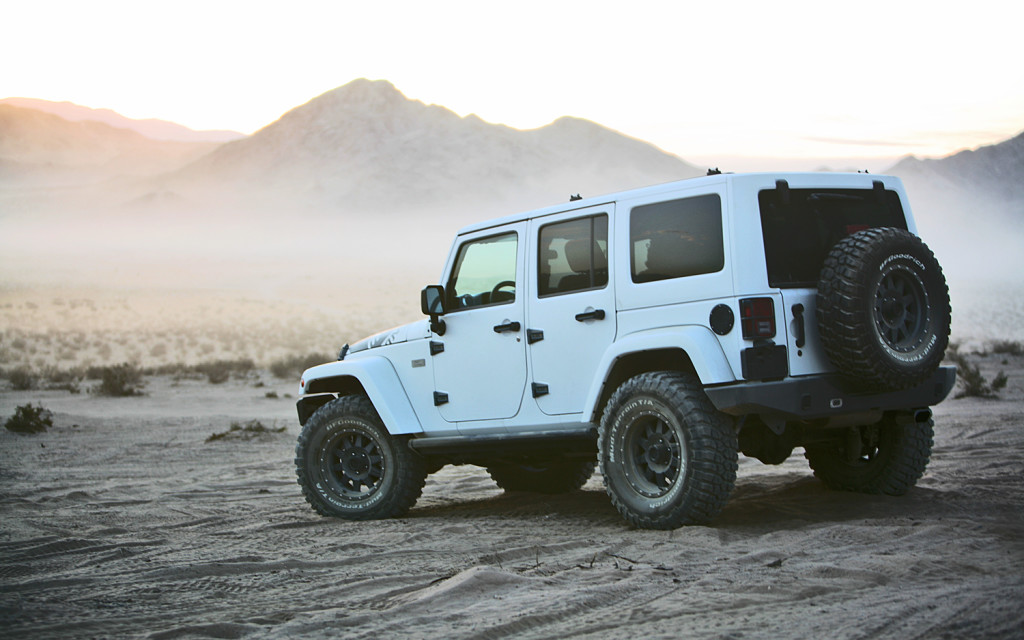 White Jeep Wrangler Unlimited – Clean | jeepfan.com
