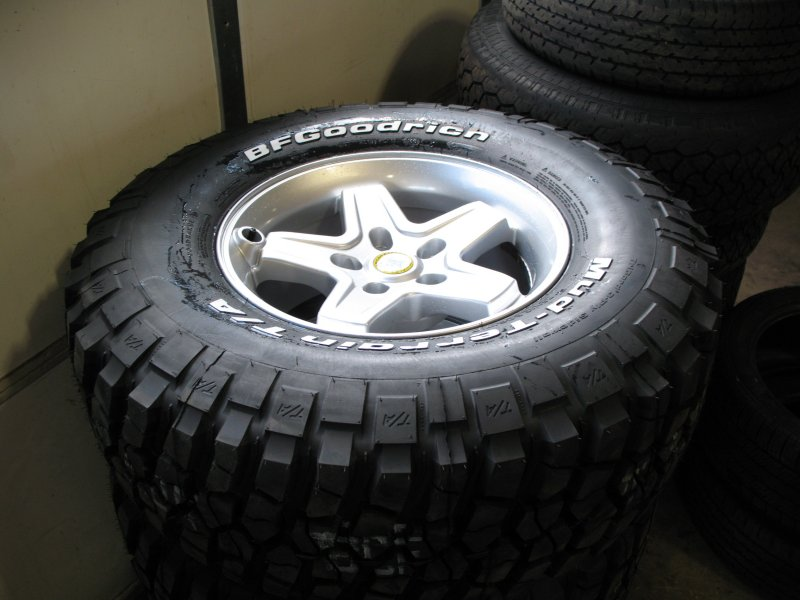 Jeep Wrangler Rims >> AEV Pintler Wheels and BFG Mud Terrain KM2 Tires | jeepfan.com