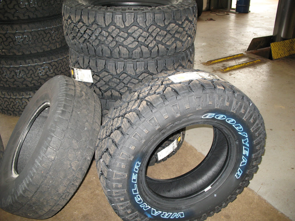 Tire Size Comparison >> Goodyear Wrangler Duratrac 285/75R17 Tires Installed Wrangler | jeepfan.com