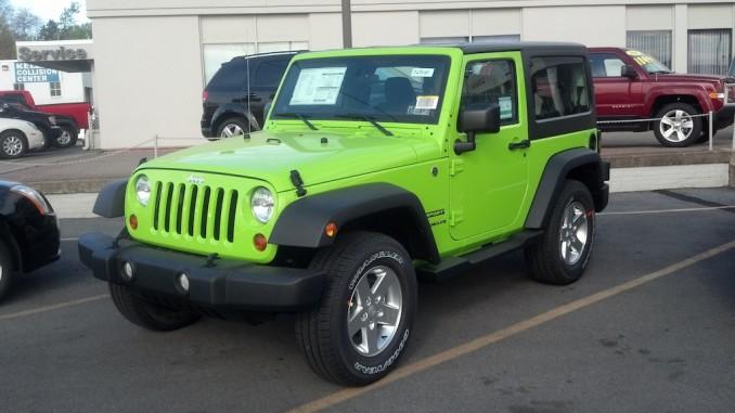 Gecko Color Jeep Wrangler Sport Jk Spotted At Jeep Dealer Jeepfan Com