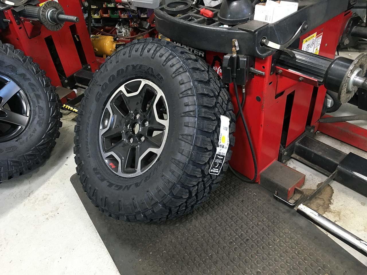 Jeep Wrangler Stock Tire Size >> Goodyear Duratrac 315/70R17 Tires Installation | jeepfan.com